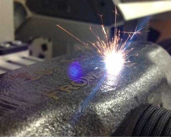 Lasersko graviranje metala